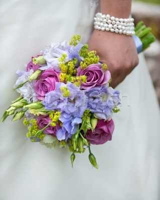 291524_stock-photo-wedding-bouquet